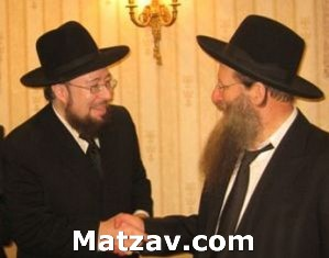 Rav Yisroel Levovitz, father of the chosson, with Rav Yitzchok Sorotzkin, father of the kallah.