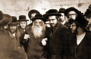Reb Menachem Eliezer with the Imrei Chaim of Vizhnitz.