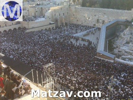 Birchas Hachama this morning at the Kosel. [Photo by Yossie Friedman for Matzav.com.]