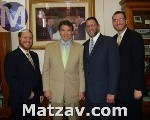 governor-of-texas-with-agudah-small