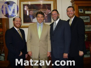 L-R Rabbi Yehiel Kalish, National Director of Government Affairs, Agudath Israel, Texas Governor Rick Perry, Rabbi Aryeh Feigenbaum, Rav Ohr HaTorah (Dallas), Rabbi Asher Block Director, Agudath Israel of Texas (Houston).
