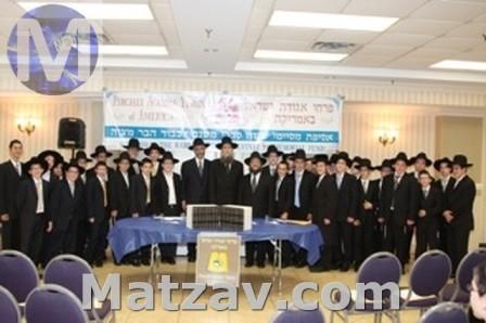 The mesaymim with Rabbi Yehoshua Grunfeld, Rabbi Chaim Dovid Zwiebel and Rabbi Ephraim Levi.