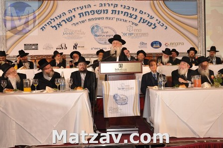 Some of the leading Gedolei Yisroel who addressed a recent international conference sponsored by the Eternal Jewish International on intermarriage and assimilation. L – R Rav Yitzchok Scheiner (Rosh Yeshiva, Kaminetz), Rav Shaul Alter (Rosh Yeshiva, Sfas Emes), Rav Leib Tropper (Chairman, EJF's Halachic Committee), Rav Ela Behr Wachtfogel (Rosh Yeshiva, South Fallsburg) speaking, Mr. Menachem Yitzchok Kaplan (Chairman, EJF), Rav Reuven Feinstein (Rosh Yeshiva, Staten Island), and Rav Berl Povarsky (Rosh Yeshiva, Ponovezh).