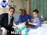 mark-weingarten-left-led-a-group-of-8-yu-students-entertaining-patients-over-hanukkah