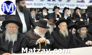 At a Lev L'Achim Asifa in Bnai Brak. Seated on lower dais (L-R) Rav Yaakov Edelstein, Rav Chaim Kanievsky, Rav Gershon Edelstein-Rosh Yeshivas Ponevez, and Rav Aharon Leib Shteinman.