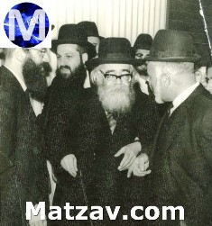 Rav Yaakov Edelstein (on left) greeting Rav Shach to Yeshivas HaSharon in the 1960's