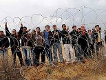 palestinians-fence-border
