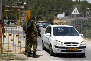 israeli-soldiers-stand-guard-at-the-entrance-to-kibbutz-kfar-etzion