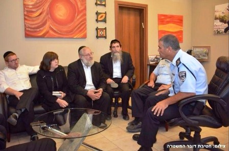 rabbi-moshe-tzvi-and-mrs-chulda-sofer-meeting-with-israeli-police