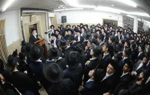 at-the-levaya-of-rav-yitzchok-dovid-segal-zte2809dl-rosh-yeshiva-of-the-karliner-yeshiva-of-bnei-brak