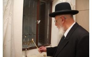 rav-shalom-cohen-menorah