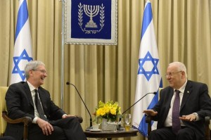 tim-cook-rivlin