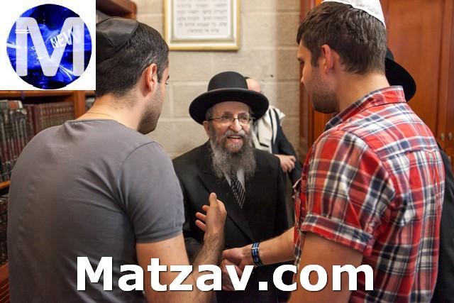 The Rosh Hayeshiva greeting mispallelim after shachris at Yeshiva Ohaley Yakov