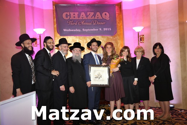 Rabbi and Mrs. Yitzchok Oelbaum and family receiving the Chazaq Rabbinic leadership award