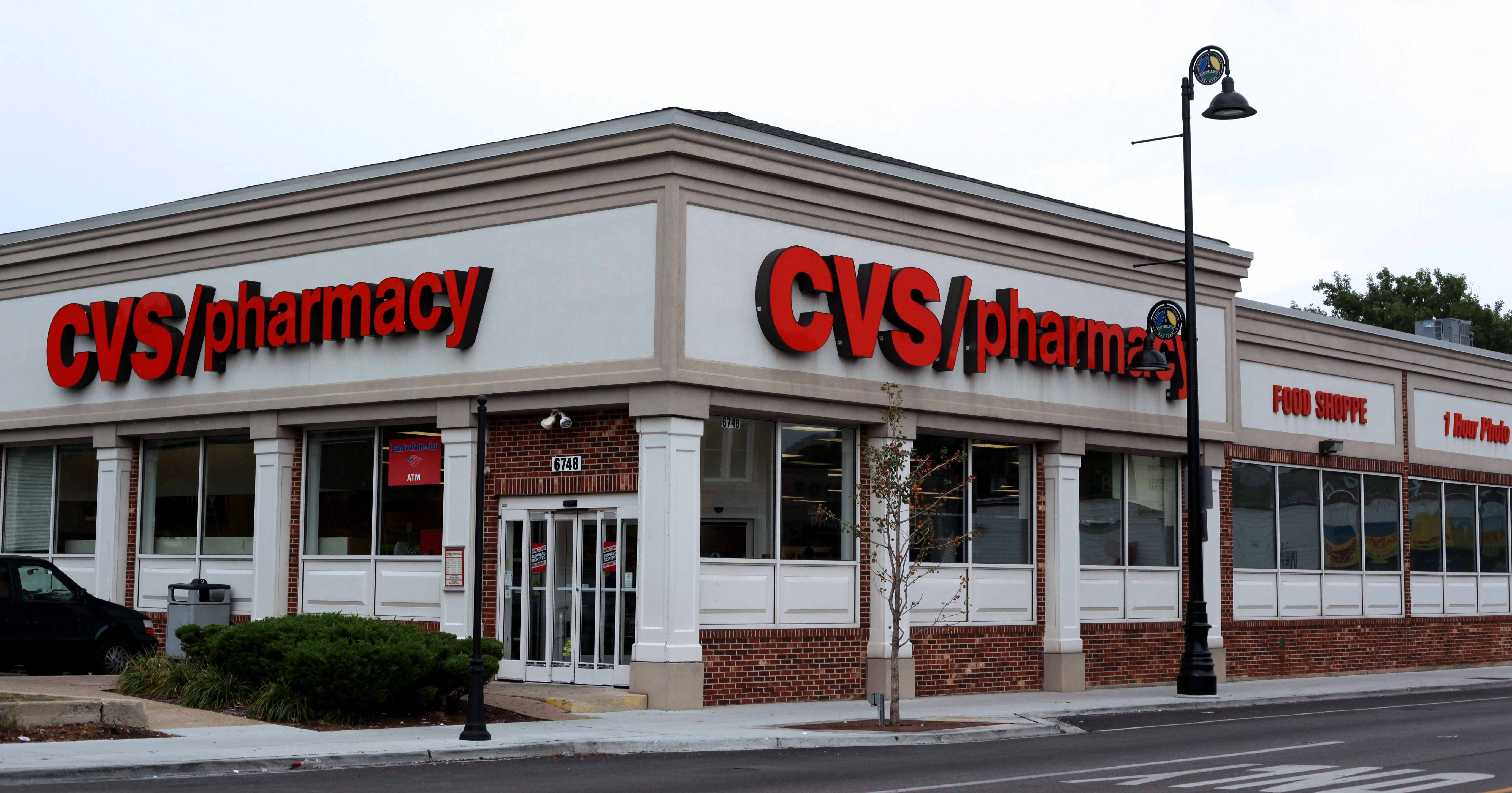 cvs fires veteran after he tried to stop robbers