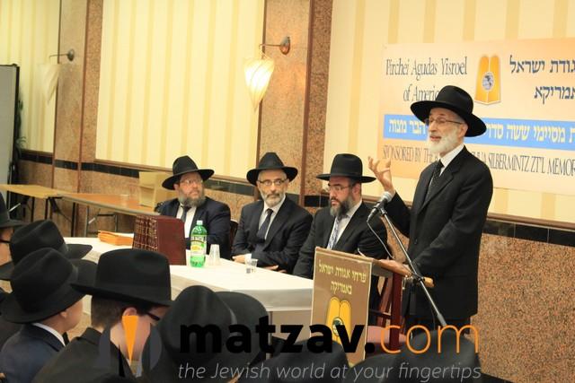 Pirchei-AnnualShasPres-2016-RabbiGibberspeaking