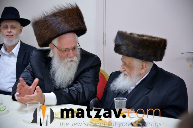 r' shaya shlezinger(rav in golders green) with