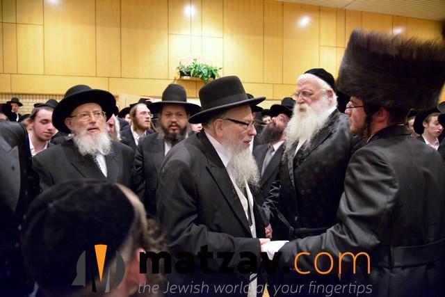 rav avrohom gurewitz rosh yeshiva gateshead dedoila with chosson (reb la...