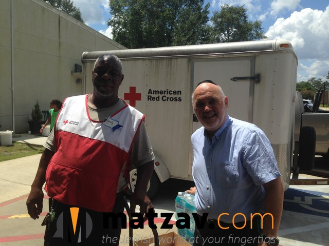 Rabbi Ten with ARC volunteer (1) in S. Louisiana flood area.