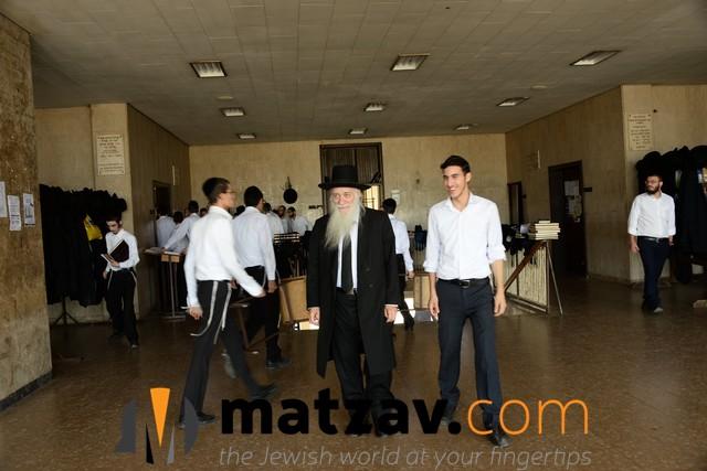 ponovezh yeshiva  (7)