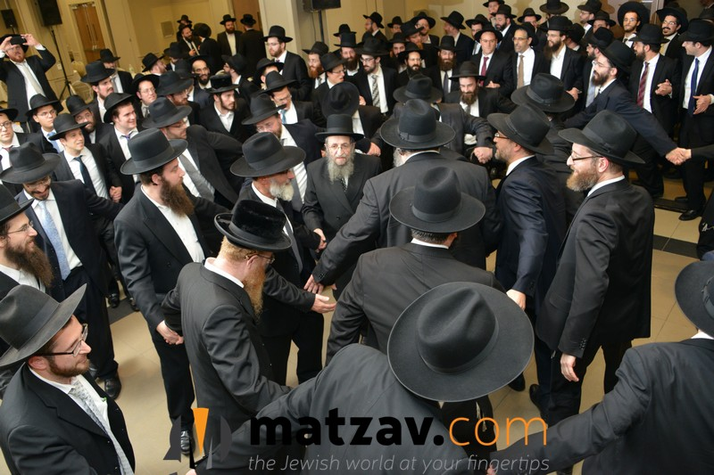 festive-rikud-at-the-siyum-hashas-biyun-of-chaburas-dirshu-at-bmg