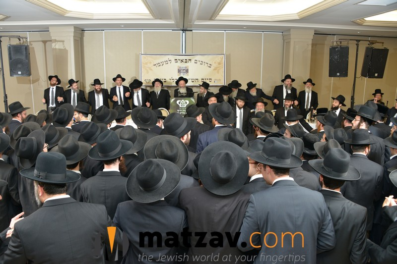 partial-view-of-the-crowd-and-dais-at-bmg-chaburas-dirshu-siyum-hashas