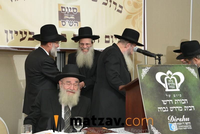 rav-dovid-hofstedter-greeting-rav-sholom-kamenetzky