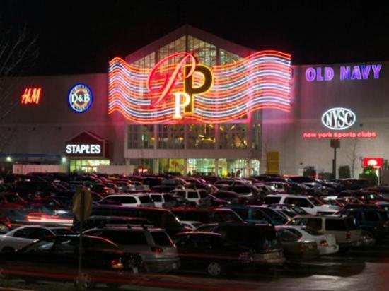 tragedy in palisades mall girl falls three stories