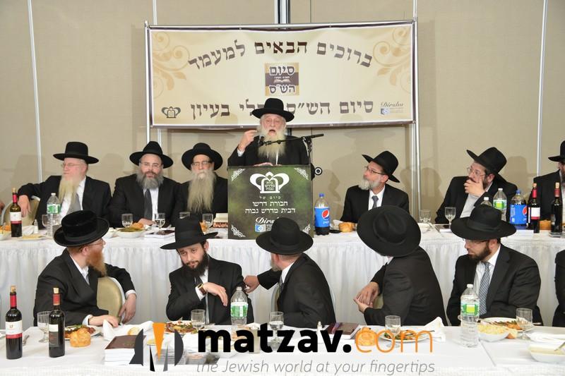 rav-elya-ber-wachtfogel-delivering-remarks-at-the-bmg-chaburas-dirshu-siyum-hashas-a