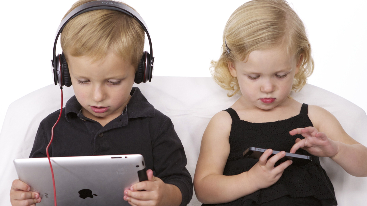 Teens Who Spend Less Time In Front Of >> Teens Who Spend Less Time In Front Of Screens Are Happier Matzav Com