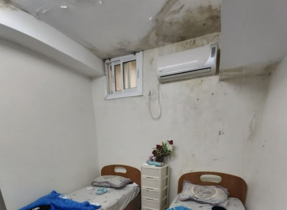 Appalling Family Of 5 Living In Tiny Room Without Windows Matzav Com