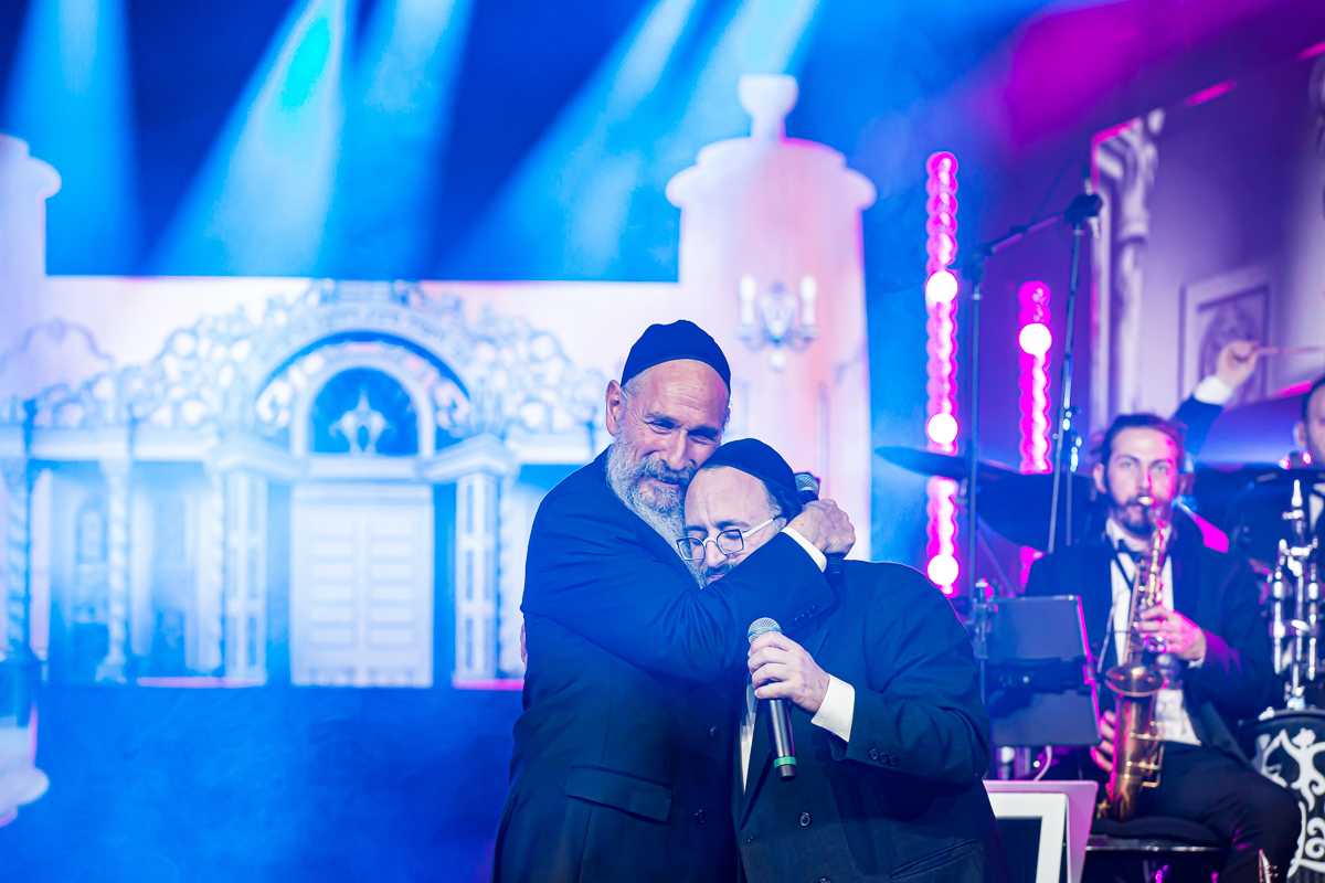 500,000 Watch as Miracle Sefer Torah Reaches Spectacular Conclusion 21